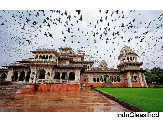 Use Taxi in Jaipur for the best view of pink city palaces.