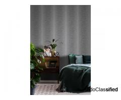 BLURRED VERTICAL STRIPE TEXTURED WALLPAPER