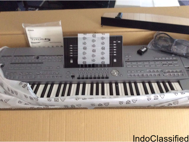Yamaha Tyros  5 Keyboard synthesizer '76 Professional Workstation